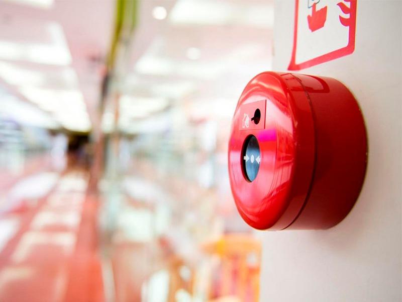 mantenimiento-sistema-contra-incendios-seguridad-alarma-señal-tienda