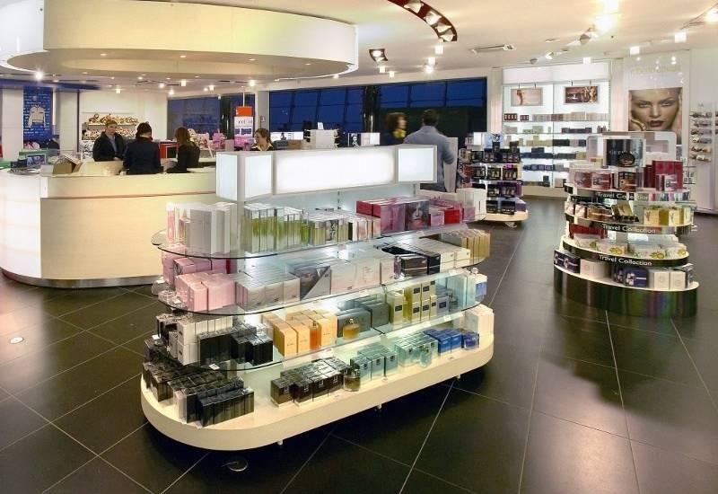 remodelar-tienda-perfumes-estantes