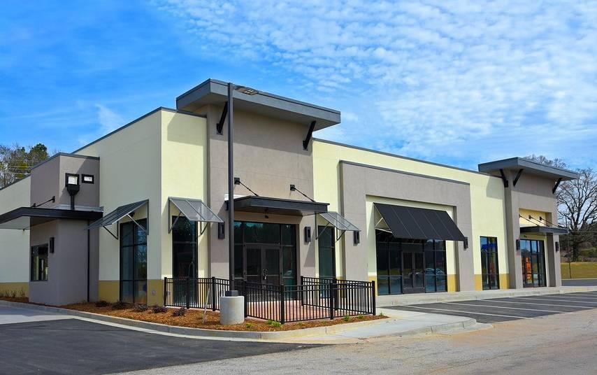 elegir-local-comercial-arquitectura-tienda-estacionamiento